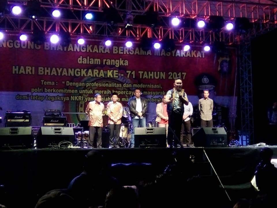 Ada Band dan Duo Biduan Hibur Warga Palangka Raya pada HUT Bhayangkara | Media Center Isen ...