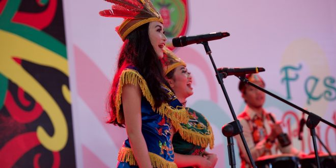 Tim Putri Kabupaten Kobar Juarai Lomba Lagu Daerah
