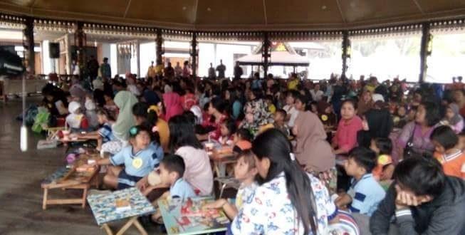 265 Pasang Ibu dan Anak Ikut Lomba Mewarnai