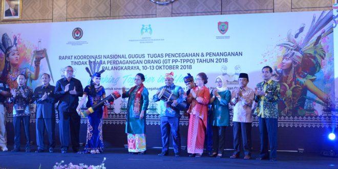Menteri Yohana Yembise Buka Rakornas GT PP-TPPO di Kota Palangka Raya