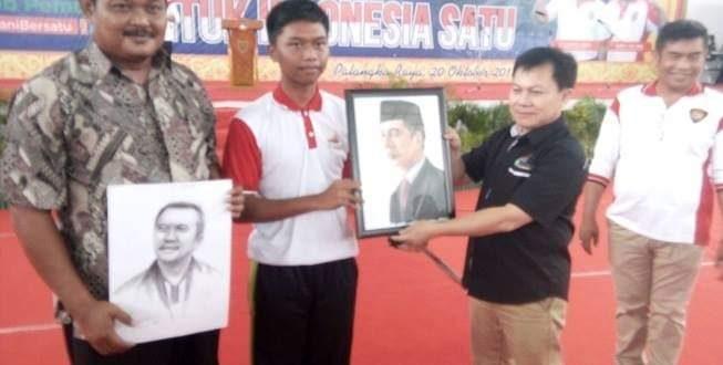 Putra asal Kalteng Lukis Presiden dan Menpora