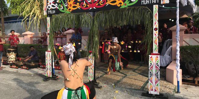 """Ritual 'Lawang Sakepeng""""  Budaya Dalam Perkawinan Adat Dayak Ngaju Kalteng"""