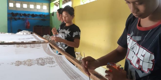 Benang Bintik, Lukisan Harmonisasi Alam dan Budaya Dayak