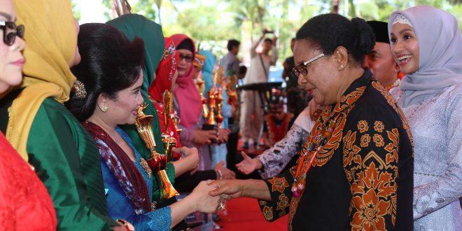 Menteri PPPA, Yohana Yembise Peringati Hari Ibu di Palangka Raya