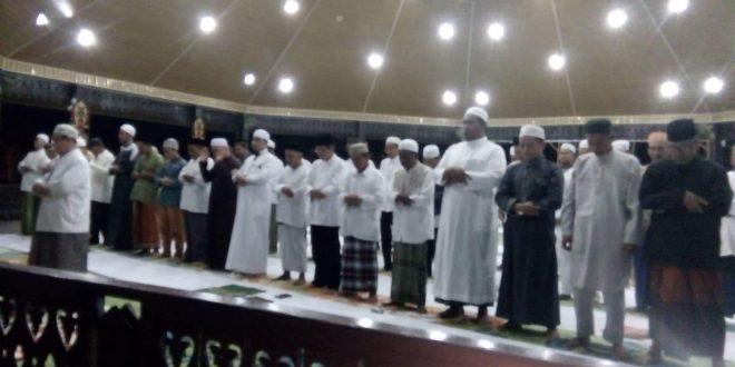 Walikota Palangka Raya Berangkatkan 62 Orang Ibadah Umroh