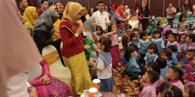 Puluhan Anak TK Dapat Hadiah Sepeda dari Gubernur