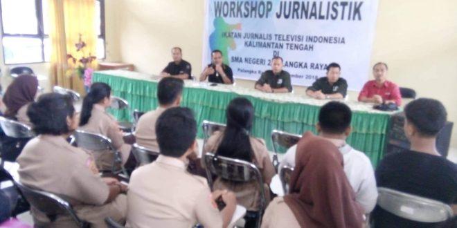 Workshop Jurnalistik Bagi Siswa SMAN 2 Palangka Raya