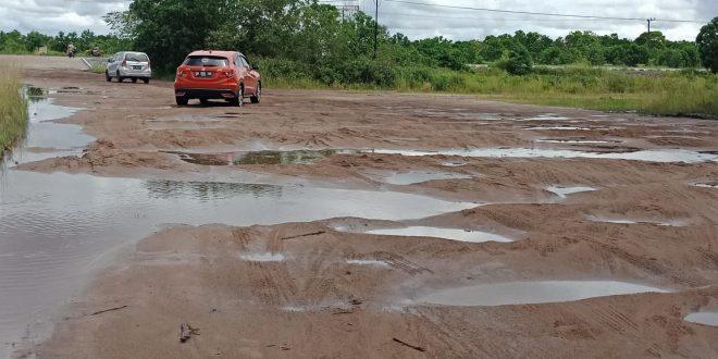 Jalan Komplek Perkantoran Pemko Palangka Raya Dikeluhkan
