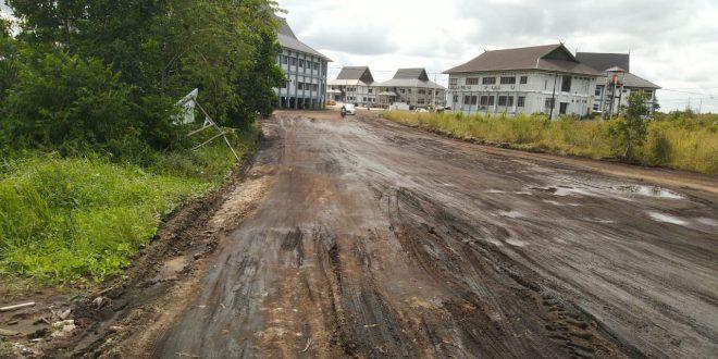 Jalan Berkubang Menuju Kantor Pemko Palangka Raya Sudah Diperbaiki