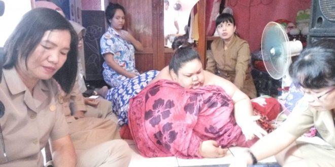 Tim Kesehatan Cek Wanita Berat Badan 300 Kilo Gram Lebih