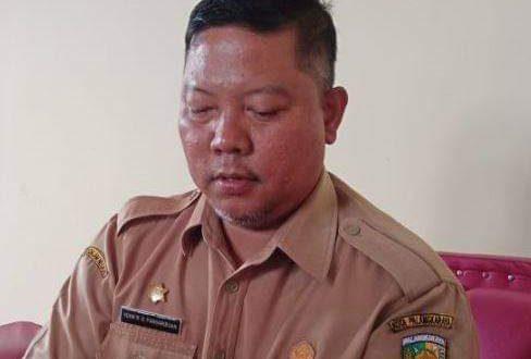 Satpol PP Tertibkan Baliho Ilegal