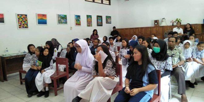 Workshop Penulisan Puisi Kepada Pelajar SMPN 2 Palangka Raya