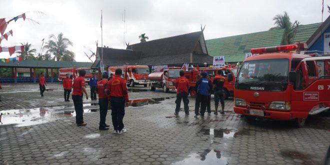Konvoi Mobil Pemadam Kebakaran Keliling Kota