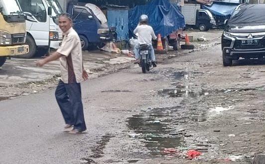 Warga Pasar Besar Palangka Raya Keluhkan Limbah Drainase