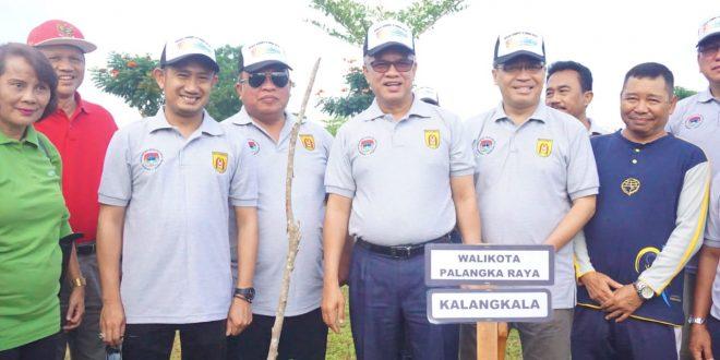 Walikota Tanam Pohon Kalangkala