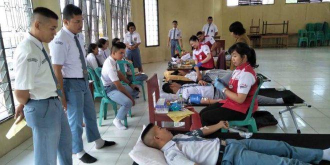 Peduli Kemanusiaan, Siswa SMAN 5 Sumbangkan Darahnya