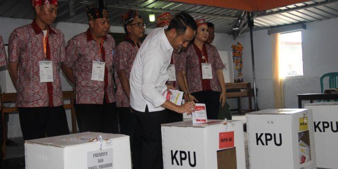 Walikota Palangka Raya Coblos Di TPS 13