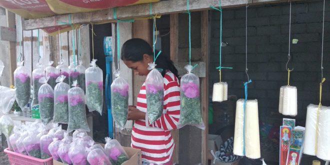 Penjual Bunga dan Lilin Paskah Raup Keuntungan