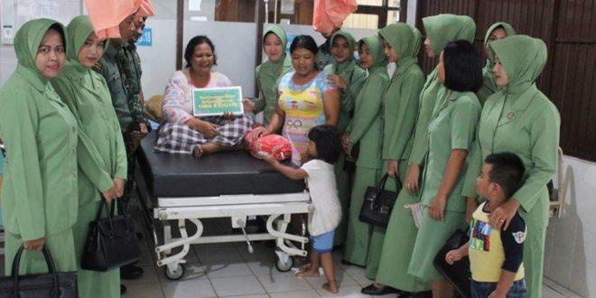 Danyon 631 Raider dan Ibu Persit Berikan Bantuan kepada Penderita Tumor Ganas