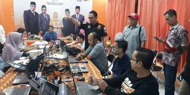 KPU Kalteng Ajak Tim Kampanye Daerah dan Jurnalis Lihat Proses Entry C1