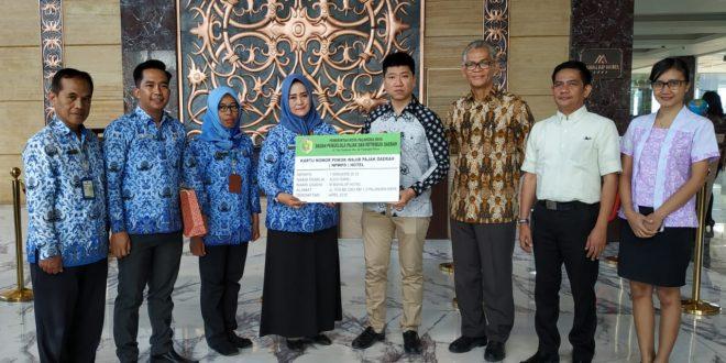 Penyerahan Kartu NPWPD kepada Manajemen M Bahalap Hotel