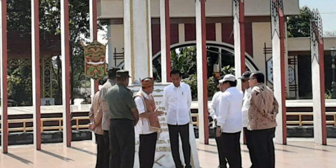 Jokowi Takjub Sejarah Tugu Soekarno