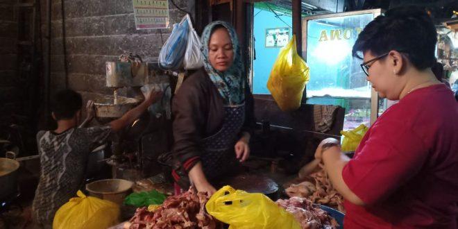 H-2 Jelang Idul Fitri Banjir Pembeli Ayam