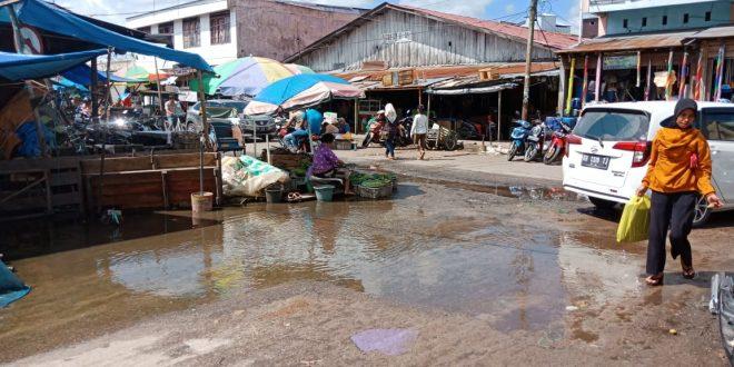 Jalan dan Drainase di Pasar Besar Palangka Raya Perlu Perhatian