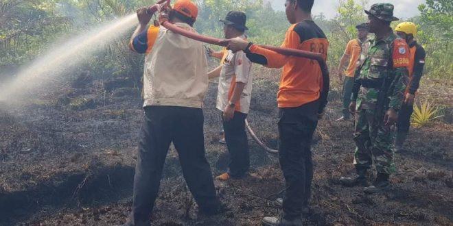 Tim Gabungan Padamkan Kebakaran Lahan di Mahir Mahar