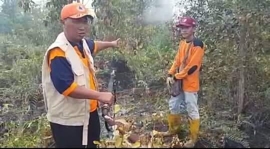 Lokasi Kebakaran Jauh dari Jalan Menyulitkan Petugas Pemadam