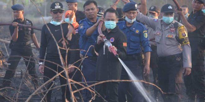 Walikota dan Wakil Walikota Ikut Padamkan Kebakaran Lahan