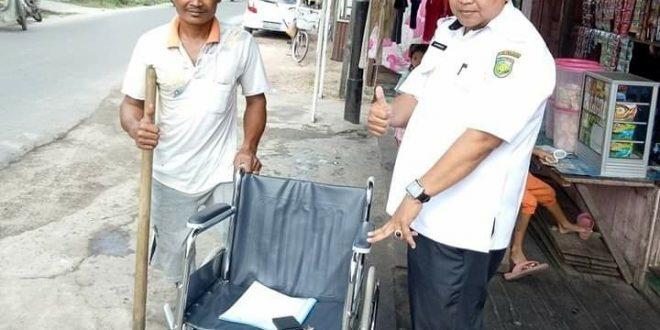 Warga Jalan Kalimantan Dapat Bantuan Kursi Roda