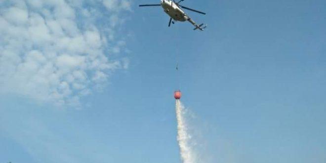 Heli Water Boombing Padamkan Kebakaran Lahan di Petuk Katimpun