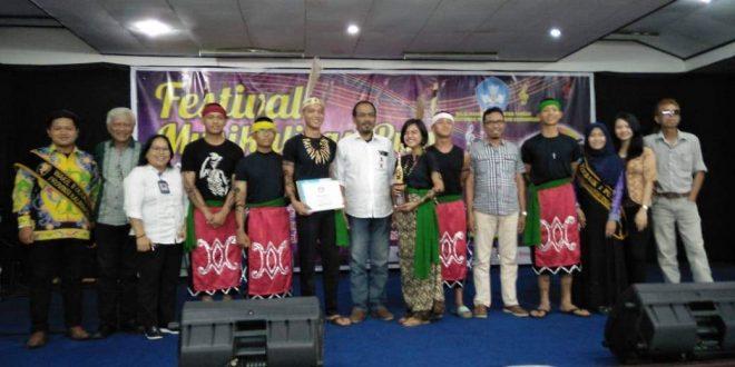 SMAN 5 Palangka Raya Juara 2 Festival Musikalisasi Puisi