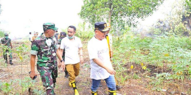 Gubernur dan Walikota Ikut Padamkan Kebakaran Lahan