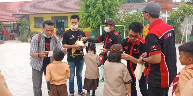 Komunitas Mobil Bagi-bagi Masker