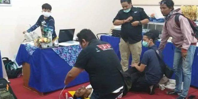 Relawan Evakuasi Mahasiswa Terpapar Kabut Asap
