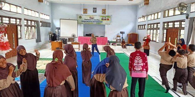 Komunitas Literasi Ajari Siswa MTsN 1 Palangka Raya Belajar Seni Teater