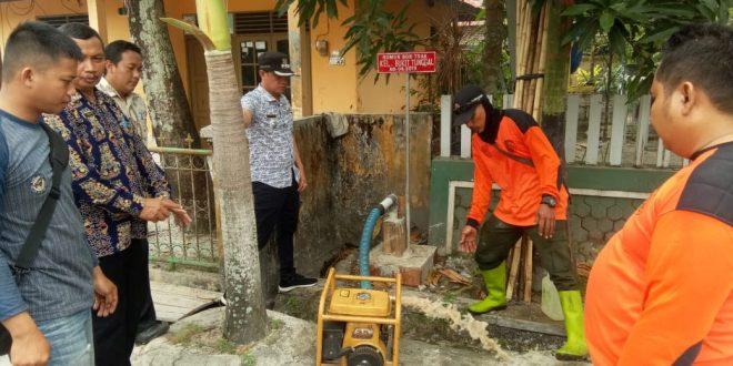 Manfaatkan Dana Kelurahan, Bangun Sumur Bor