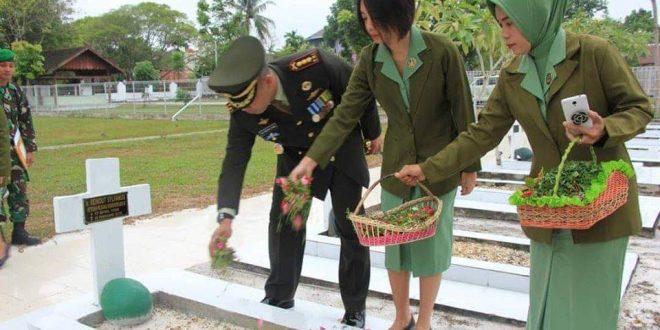 Jajaran TNI dan Polri Ziarah ke Makam Pahlawan