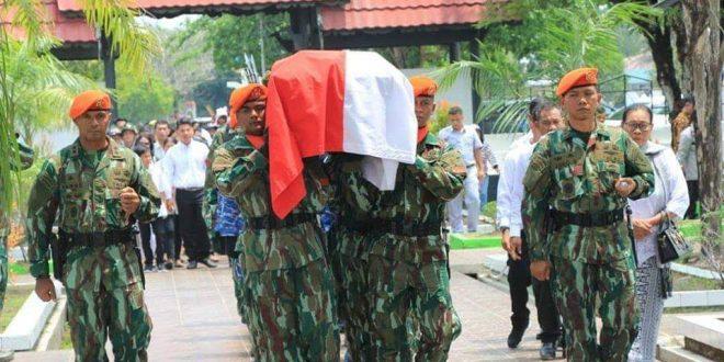 Veteran Penerjun Pertama TNI AU Dimakamkan di Taman Makam Pahlawan Sanaman Lampang