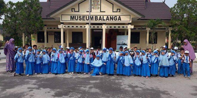 Murid SD Integral Hidayatullah Dikenalkan dengan Benda Museum