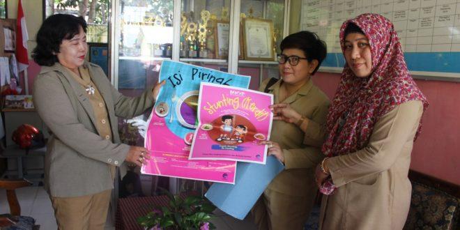 Kominfo Kota Palangka Raya Distribusikan Poster Pencegahan Stunting ke TK dan SD