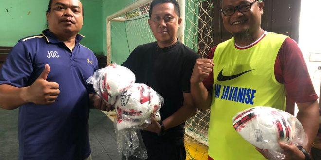 Suksesi Porwada, Legislator Dukung Bola dan Kaos Tim