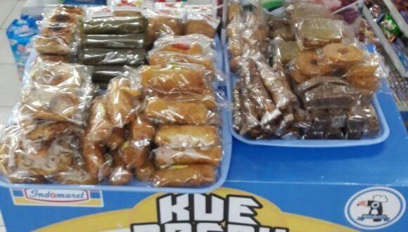 Kue Basah UMKM Laris Dijual di Gerai Indomaret