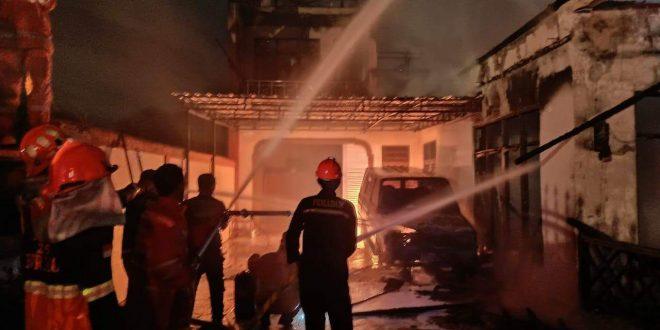 Rumah Mewah di Jalan Rajawali III Terbakar