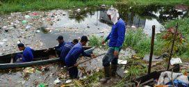 Tiga OPD Turun Langsung Membersihkan Sampah di Saluran Air  Menuju Sungai Kahayan