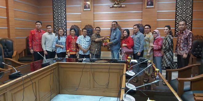Komisi A Pelajari Pemberdayaan PKL di Jawa Timur