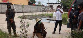 Antisipasi DBD, Kepala Puskesmas Kereng Bangkirai Lakukan Pemeriksaan Jentik Nyamuk