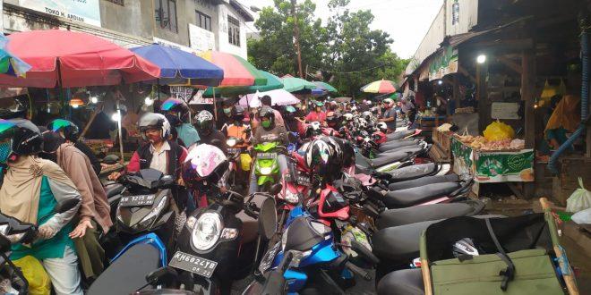 PSBB di Pasar Besar Diawasi Ketat